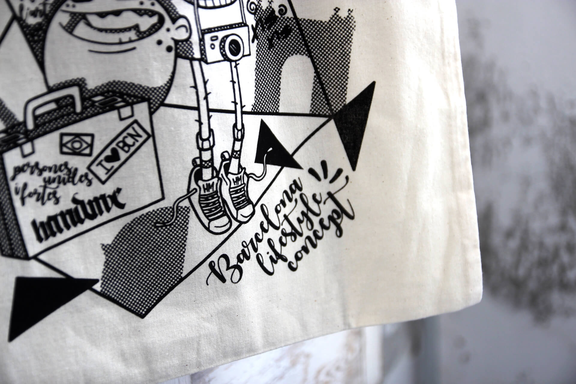 Handprinting Tote Bags for the creative workshop Hand Me